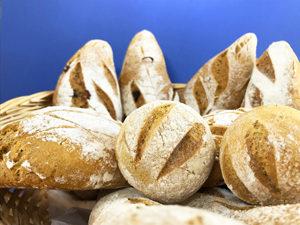 Financier pistache groseilles 100% sans Helmut Newcake, la pâtisserie 100% sans gluten - Les pains sans gluten ©Because Gus