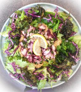 Et un carpaccio de poulpe sur houmous ©Les Petits Plats de Trinidad pour un séjour sans gluten en Provence