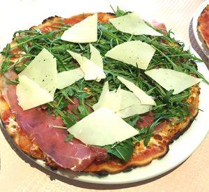 Pizza sans gluten à la ruccola chez La Sucderia del Mulino, l'un des restaurants italiens sans gluten à Paris ©Because Gus