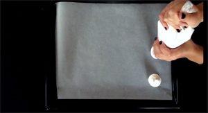 Fantômes en meringue sans gluten et sans œufs ! ©Because Gus