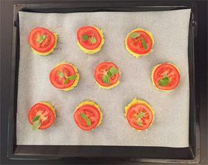 Les mini-pizzas sans gluten sont prêtes pour le four ©Because Gus