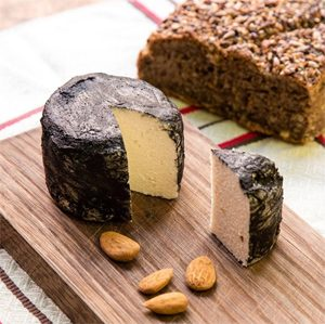 Le fromage vegan Jean Cendré ©Jay & Joy