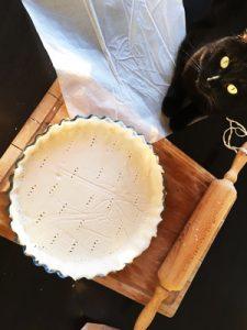 Gus nous a donné un coup de patte pour faire notre quiche lorraine sans gluten ni lactose ! ©Because Gus