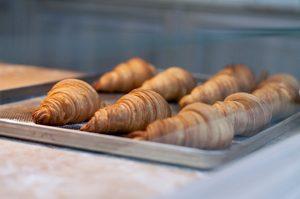 Le défi des croissants que Sébastien Lenglet a décidé de relever avec des gommes sans gluten©Olia Gozha