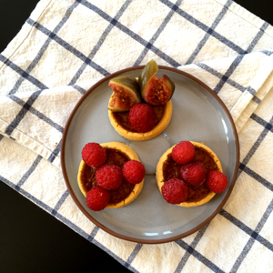 Les tartelettes customisées, une des recettes de desserts sans gluten faciles à faire ©Because Gus