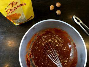 Qui va lécher la casserole ?! ©Because Gus recette de brownie sans gluten ni lactose avec Schär