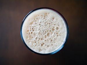Un verre de lait ? ©Frank Luca - L'intolérance au gluten et au lactose sont-elles liées ?