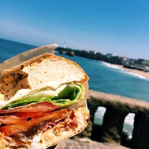 Un bagel sans gluten sur la Côte Basque ?! ©Beach Garden