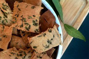 Et voilà le résultat : des crackers sans gluten au sarrasin ! ©Because Gus