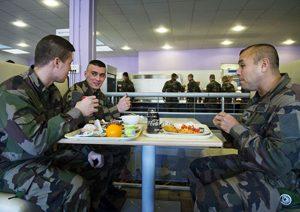 Peut-on manger sans gluten dans l'armée ? - A la cantine ! ©Armée Française - Opérations Militaires
