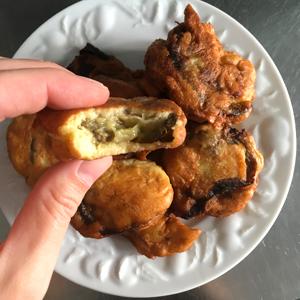 La recette des pakoras sans gluten avec Schär - Vous avez vu cette pâte ?! ©Because Gus