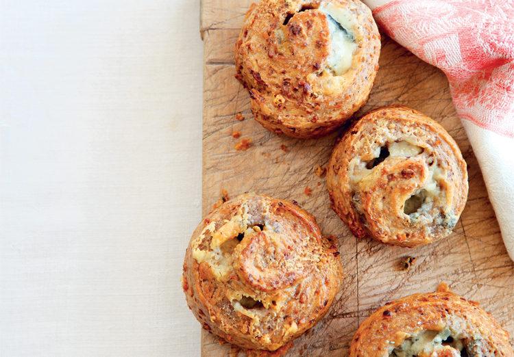 Petits pains sans gluten au roquefort et aux noix ©Elisabeth Parsons