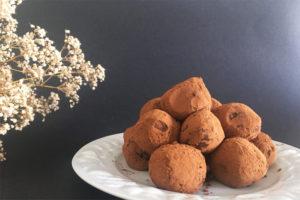 Viiiiiite des truffes au chocolat sans gluten et vegan !! Taaaaadaaaaa ! ©Because Gus