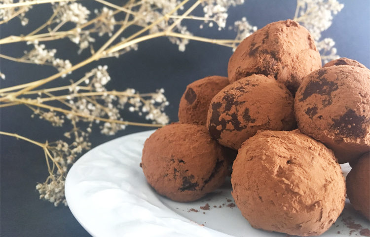 Viiiiiite des truffes au chocolat sans gluten et vegan !! ©Because Gus