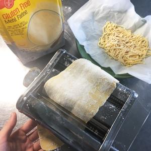 La recette des pâtes fraiches sans gluten ! - Hop dans la machine ©Because Gus