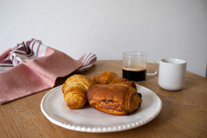 Top 5 des brunchs sans gluten à Paris - En attendant il y a les viennoiseries ©Helmut Newcake