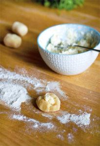 Gnocchis sans gluten, comment les réussir ! Le cylindre et la préparation ©Frédérique Barral