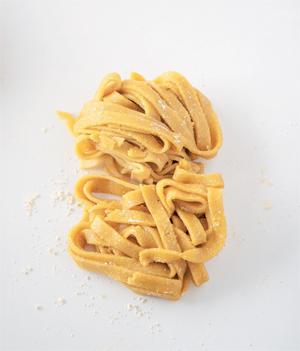 Chiche de faire des pâtes fraîches sans gluten ?! ©Extrait de Chiche !?! Pois chiches, houmous en cie en 30 recettes , aux Éditions La Plage